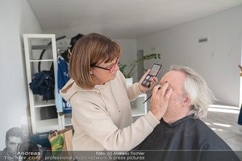 Plakat Fotoshooting - Fotostudio Berndorf - Mi 13.10.2021 - Gregor SEBERG in der Maske, Visagistin13