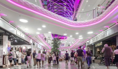 PlusCity Zubau Opening Tag 3 - Einkaufszentrum, modern, featurefoto, shoppingmall by Andreas Tischler