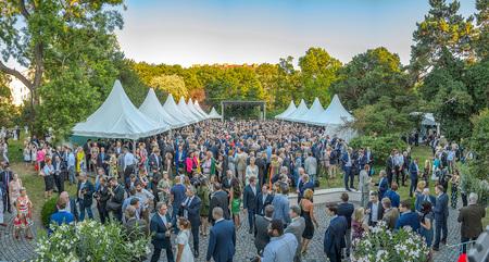 1. Kanzlerfest von Sebastian Kurz - Menschen, Gäste, Sommerfest, Gartenparty, Palais Schönburg, Pa by Andreas Tischler