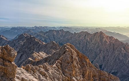 Bergwelt Tirols von der Zugspitze aus gesehen - Bergwelt Tirols von der Zugspitze aus gesehen by Andreas Tischler