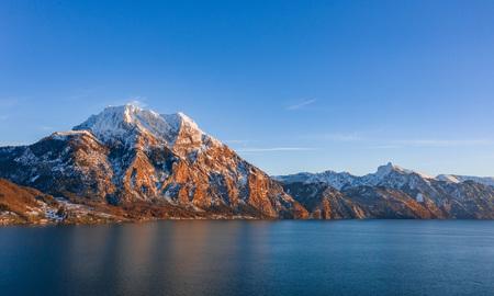 Luftbild Landschaft Österreich Natur Tourismus Werbung Austria Winter blauer Himmel Kaiserwetter Schnee Landschaftsfoto - Traunsee, Traunstein, Oberösterreich by Andreas Tischler