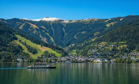 Österreich Natur Landschaft Tourismus Urlaub - Zell am See Zellersee Berggipfel weiß Schneefallgrenze Sommer U by Andreas Tischler