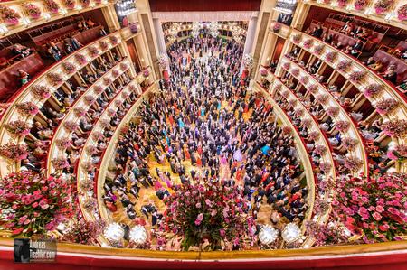 - Wiener Opernball, Blick von oben, Staatsoper by Andreas Tischler