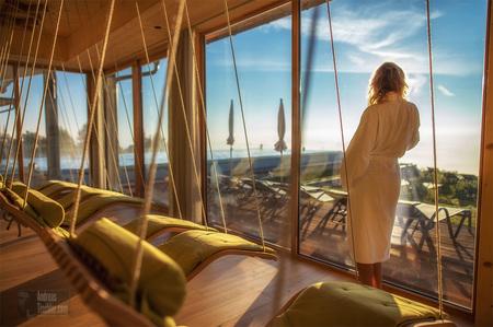 Urlaub in Österreich, Frau beim Entspannen, Relaxen - Urlaub in Österreich, Frau beim Entspannen, Relaxen by Andreas Tischler