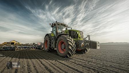 Agrarwirtschaft, Bio Landwirtschaft, Traktor, moderne Bewirtschaftung, Fendt - Agrarwirtschaft, Bio Landwirtschaft, Traktor, moderne Bewirtscha by Andreas Tischler