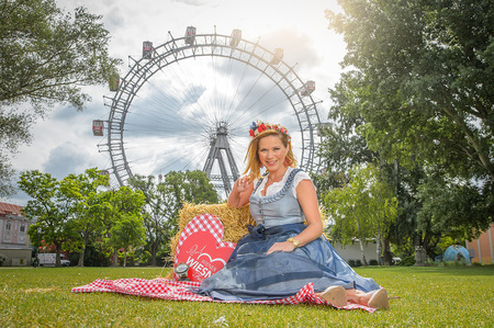 Fotoshooting Wiener Wiesn Testimonial Johanna Setzer - Johanna SETZER vor dem Riesenrad auf der Kaiserwiese by Andreas Tischler